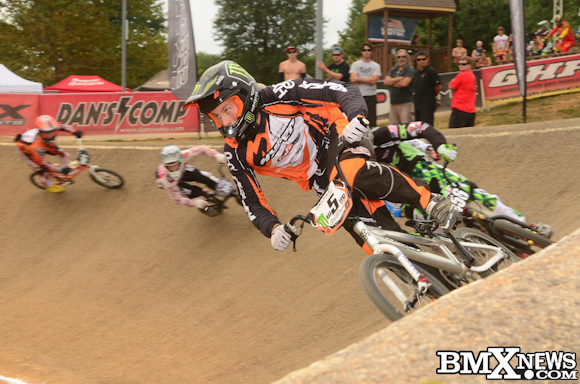Vote for Lain van Ogle - Hyper Bicycles in the BMX News Photo Trophy Dash