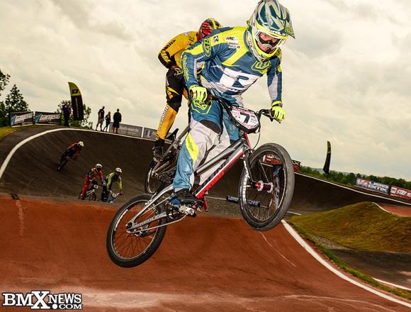 Sam Willoughby rockin the TLD Sprint kit